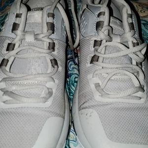 White Under Armour Shoes (running shoes)